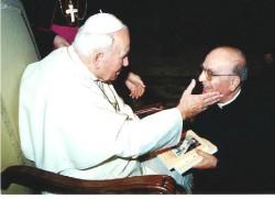 Don Santino Spartà con Giovanni Paolo II