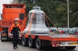 TNT trasporta campana a Notre Dame