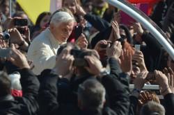 Benedetto XVI in piazza San Pietro per l'ultima udienza pubblica