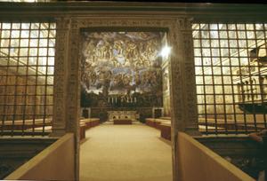 L'ingresso della cappella Sistina, dove si riuniranno i cardinali elettori in Conclave