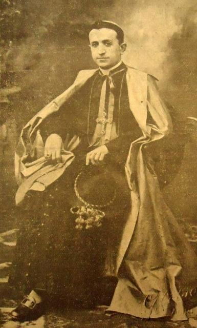 Un'immagine di mons. Cento appena ordinato vescovo