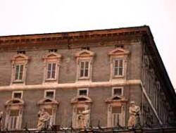 Le finestre chiuse degli appartamenti papali