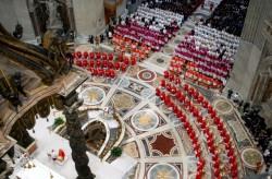 """La messa """"Pro eligendo romano pontifici"""" in San Pietro"""