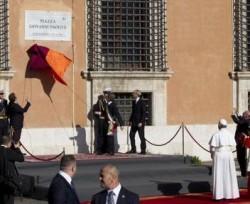 L'inaugurazione dalla piazza intitolata a Giovanni Paolo II