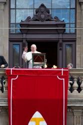 Rio de Janeiro, 26 luglio: Papa Francesco recita l'Angelus dal palazzo arcivescovile