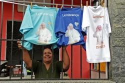 La gente si prepara ad accogliere il Papa nella favela di Varginha