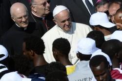Papa Francesco tra gli immigrati