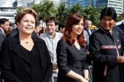 Hanno partecipato alla funzione conclusiva (da sx) anche la presidente del Brasile Dilma Rousseff, la presidente dell'Argentina Cristina Fernandez e il presidente della Bolivia Evo Morales