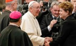 Papa Francesco saluta la Presidente Dilma Rousseff