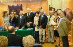 Foto di gruppo dei traduttori con le autorità