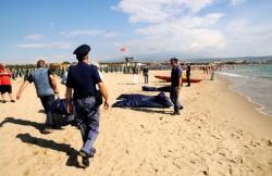 I soccorsi ai migranti sbarcati a Catania