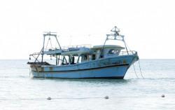 Il barcone su cui sono arrivati a Catania i 120 migranti