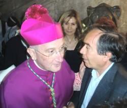 Mons. Sciacca con il nostro direttore Giuseppe Vecchio in una foto d'archivio