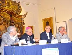 Il tavolo dei relatori: da sinistra Zanotti, mons. Gristina, mons. Staglianò, prof. Vecchio