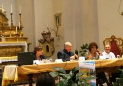 I relatori della Tavola rotonda: l'assessore Sgarlata, l'Arcivescovo Gristina, Michela Giuffrida (la giornalista che ha fatto da moderatrice), e padre Signorello
