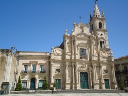 Prospetto della Chiesa su piazza Duomo