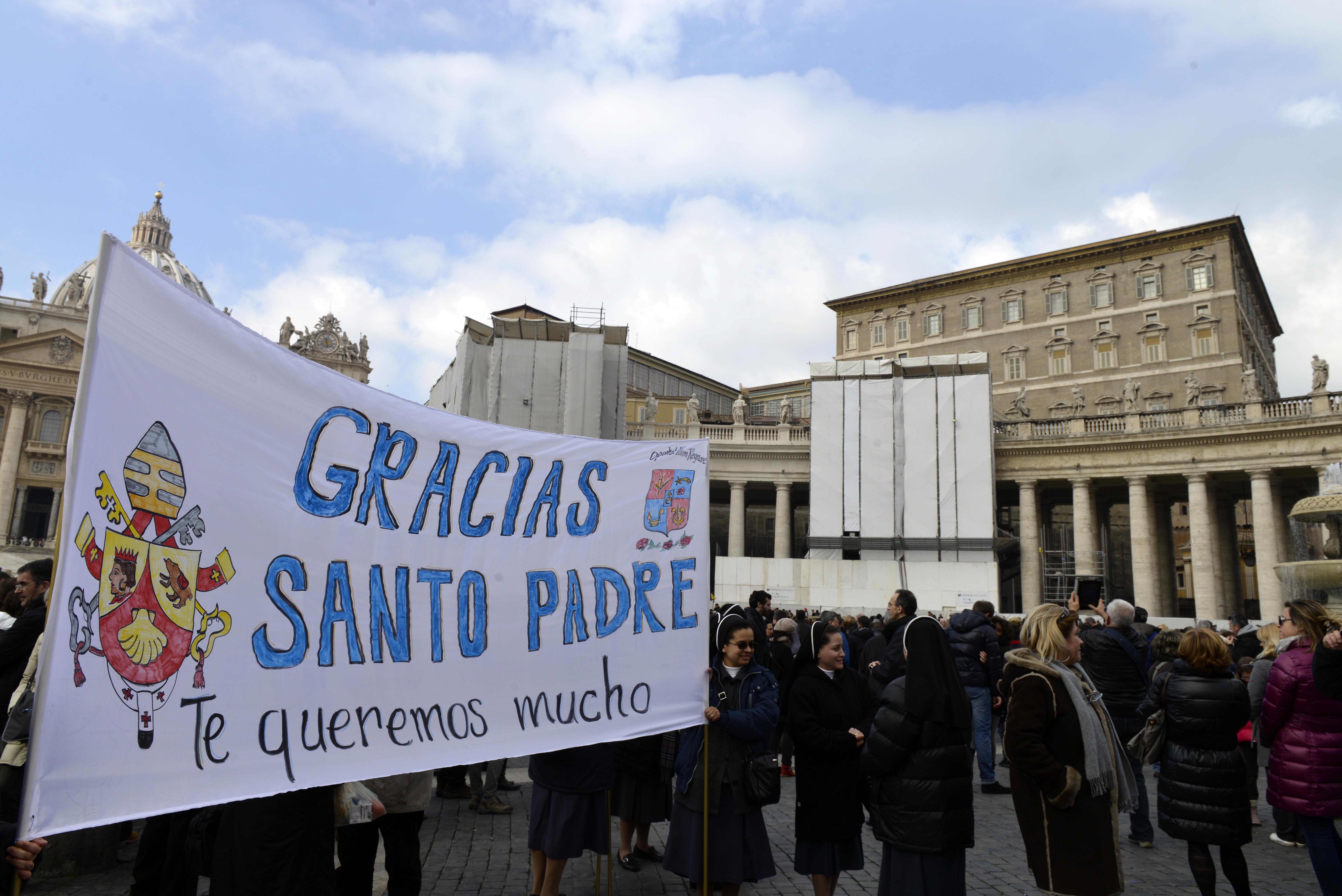La domenica del Papa / Dio non se ne sta in disparte, ma entra nella storia. Così Francesco all'Angelus