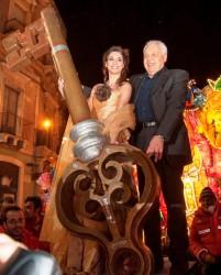 La reginetta del Carnevale Greta Carbonaro riceve le chiavi della città dal sindaco Garozzo