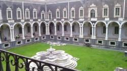 Il chiostro di ponente all'interno del Monastero dei Benedettini (Catania)