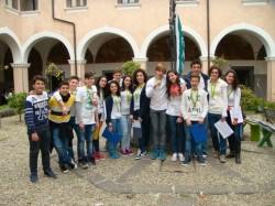 """Un gruppo di """"apprendisti ciceroni"""" nel chiostro di San Biagio"""