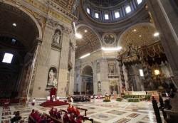 Papa Francesco presiede la cerimonia penitenziale nella basilica di San Pietro