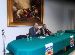 L'intervento del prof. Luigino Bruni (alla sua sinistra il dott. Stefano Figuera)