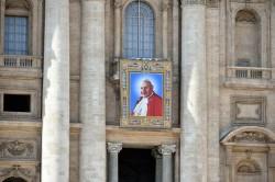Lo stendardo di Giovanni XXIII in piazza San Pietro