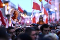 Centinaia di migliaia di pellegrini giunti a Roma da tutto il mondo per la canonizzazione dei due Papi