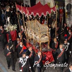 Il corteo processionale.