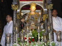 La statua d'argento di sanata Venera sul fercolo