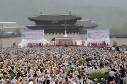 Papa Francesco celebra la Messa di beatificazione di Paul Yun Ji-Chung e 123 compagni martiri a Seoul