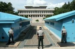 La linea del 38° parallelo che segna il confine tra le due Coree