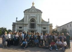 I pellegrini e la basilica di Santa Maria degli Angeli (Assisi)