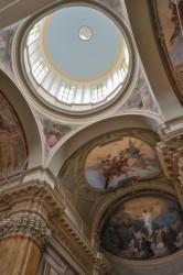 L'interno della Chiesa con gli affreschi del pittore romano Primo Panciroli