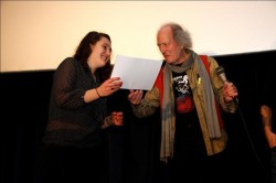 "Il premio consegnato a Bérangère Petitjean, produttrice di ""Daphné ou la belle plante"""
