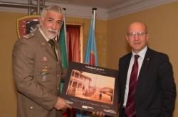 Il gen. Tuzzolino riceve una foto storica dal prof. Caruso