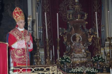 Acireale / Festa di S. Venera: il sindaco di Aci S. Antonio offre l'olio per la lampada votiva