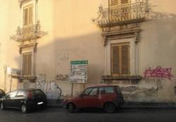 Lo storico e artistico palazzo Musmeci (XVII secolo) di piazza San Domenico