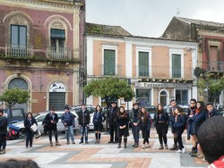 Acicatena Attività in piazza (912 x 684)corretta