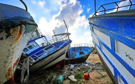 Uno scorcio di un cimitero dei barconi di immigrati