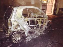 Auto del sindaco a fuoco spento