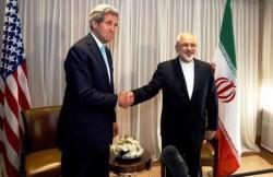 Il segretario di Statu Usa, John Kerry, con il ministro degli esteri iraniano, Mohammad Javad Zarif