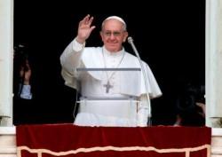 Papa Francesco durante la recita dell'Angelus