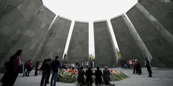 Il monumento memoriale che ricorda il genocidio degli armeni (Dzidzernagapert) di Yerevan