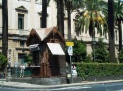 Il chiosco liberty di piazza Lionardo Vigo che si sta restaurando con il contributo del Fai