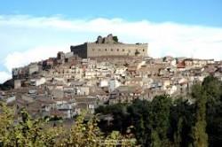 Il borgo di Montalbano Elicona, 1.000 abitanti e a 900 metri di altitudine