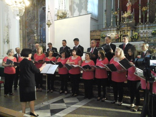"""Il coro """"Notre Dame de Lourdes"""" diretto da Clotilde Fiorini"""