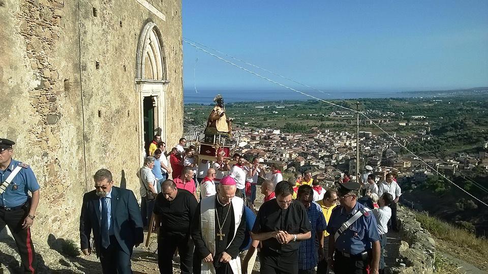 """Calatabiano / Il simulacro di San Filippo siriaco al castello nel 250° della tradizionale """"calata"""". Evento storico per il paese"""