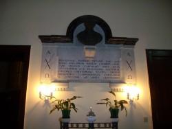 La lapide dedicata al fondatore della Congregazione sac. Mariano Patanè