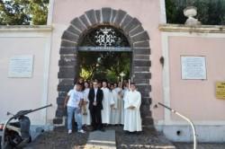 Al centro il parroco don Gianpaolo Bonanno